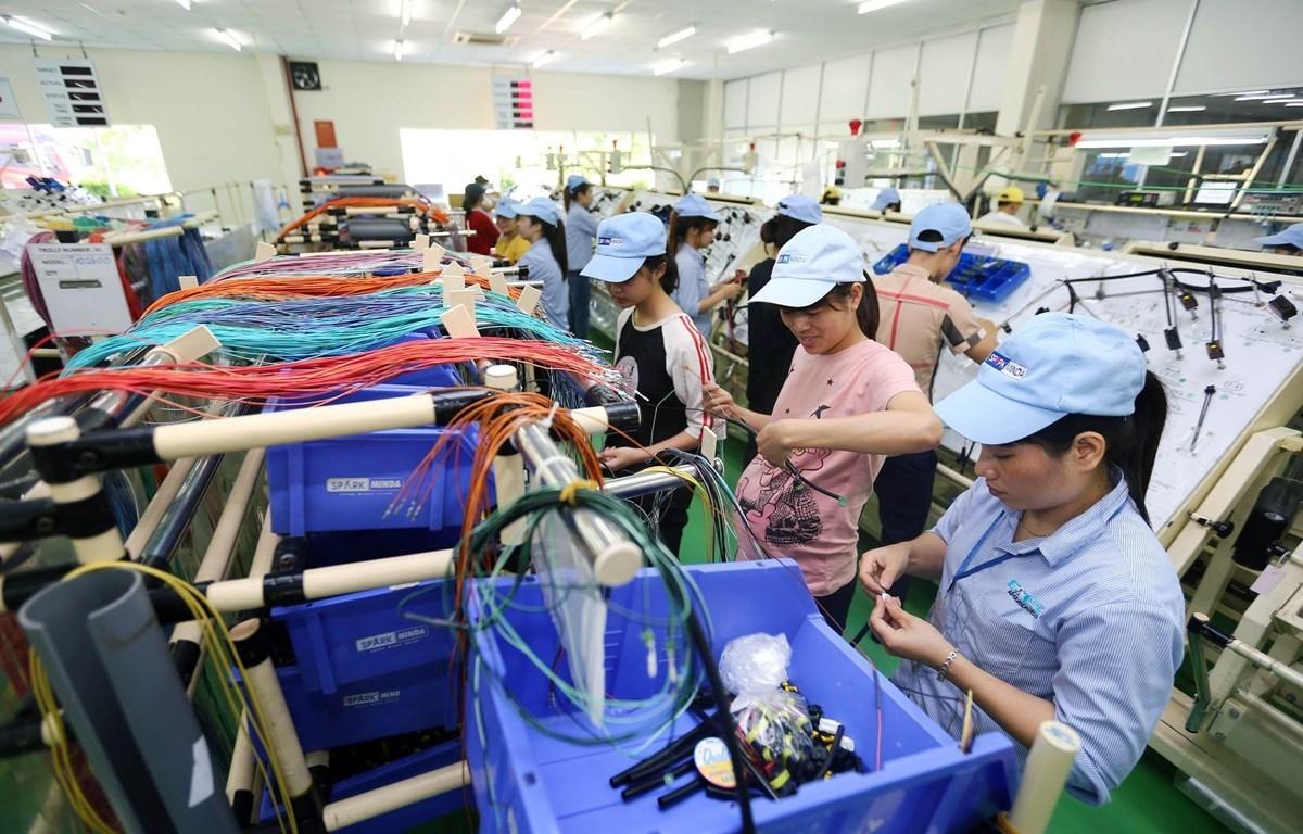 В период 2016–2020 гг. темпы экономического роста Вьетнама постепенно повысились и восстанавились по сравнению с периодом 2000–2010 гг., но все еще не достигли поставленной стратегической цели. (Фото: ВИА)