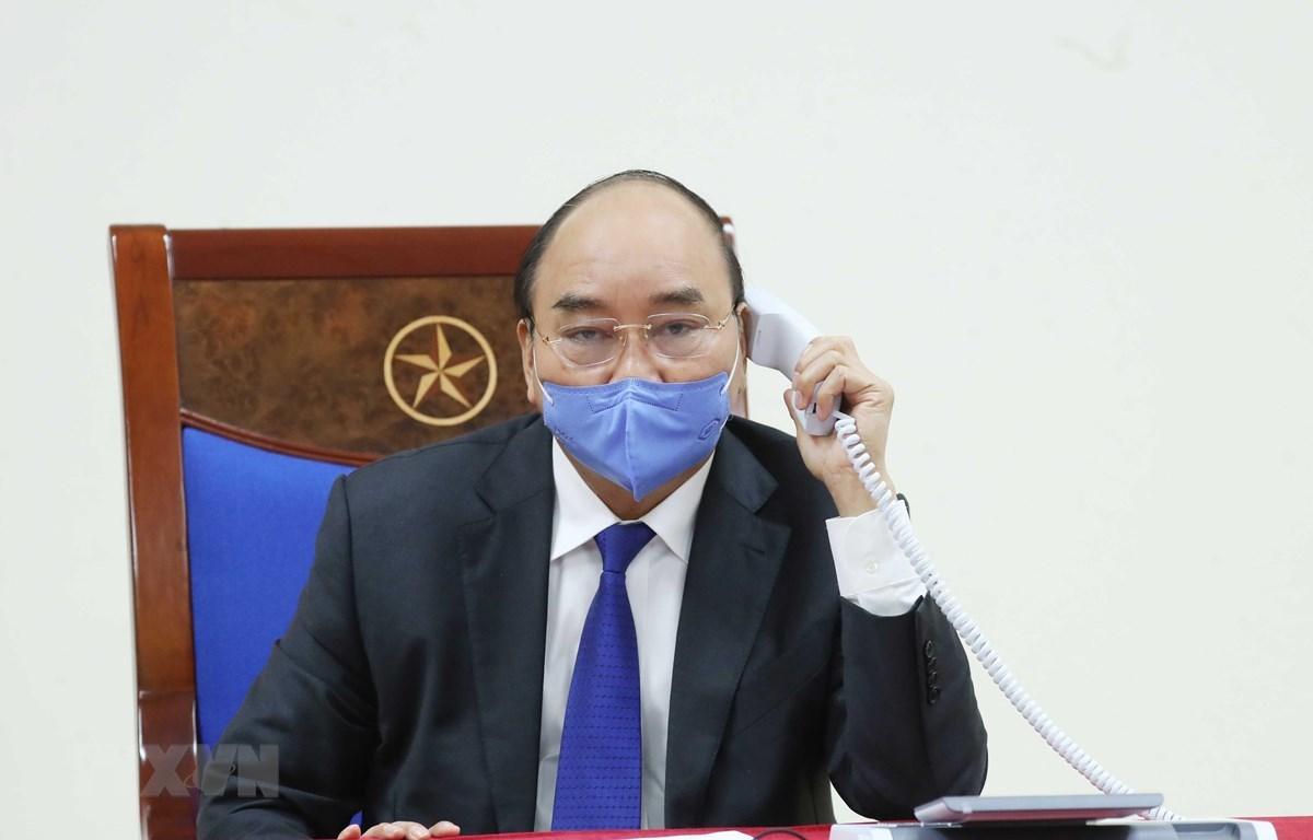 Премьер-министр Нгуен Суан Фук провел телефонную беседу с китайским коллегой. (Фото: Тхонг Нят/ВИА)