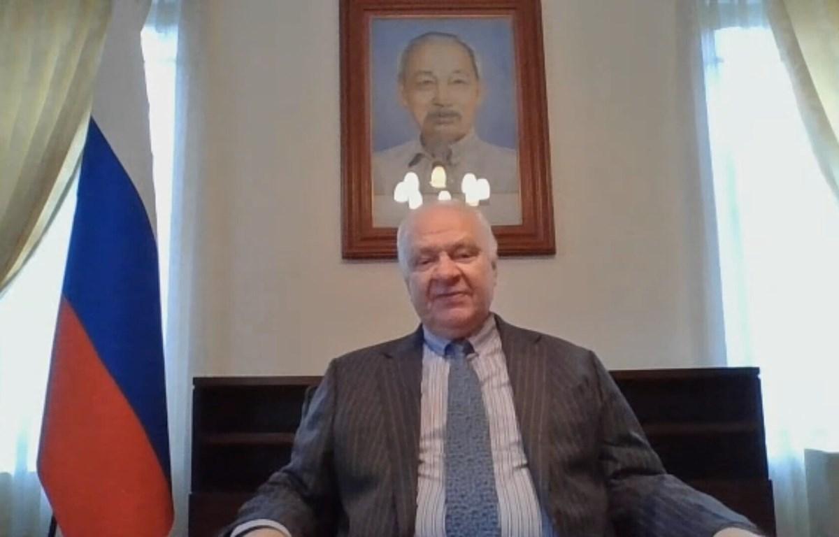 Посол РФ во Вьетнаме Константин Внуков высоко оценил меры Вьетнама по профилактике и контролю эпидемии. (Фото: ВИА)