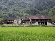 Деревня на каменных сваях Кхуойки
