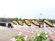 Руководители партии и государства посетили мавзолей Хо Ши Мина
