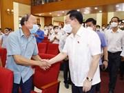 Ведущий законодатель встречается с избирателями в городе Хайфон