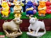 Фарфоровая статуя буйвола - талисман года Нового Быка 2021
