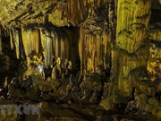 Пещера Ван Чинь - одна из самых больших и красивых пещер в провинции Ниньбинь