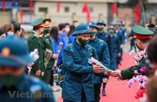 Тысячи молодых вьетнамцев идут в армию