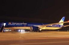 Самолет Боинг 787-10 Вьетнамских авиалиний приземлился в Нойбай