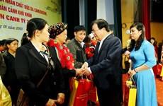 Вице-премьер-министр Чинь Динь Зунг посетил, вручил подарки в провинции Туенкуанг