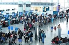 Крупные аэропорты приостанавливают прием пассажирских рейсов из ЮК на фоне COVID-19