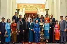 Содействие деятельности женской группы сообщества АСЕАН