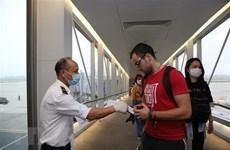 Премьер-министр: Временно приостановить выдачу виз иностранцам, въезжающим во Вьетнам