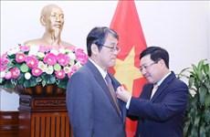 Вручение ордена дружбы послу Японии во Вьетнаме