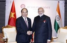 Премьер-министр Нгуен Суан Фук провел телефонные переговоры с премьер-министром Индии