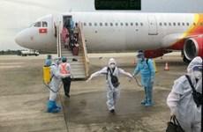 Более 100 вьетнамцев привезли домой из Индонезии