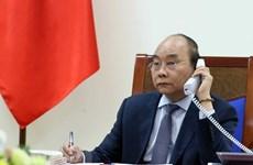 Премьер-министр Нгуен Суан Фук провел телефонные переговоры со своим японским коллегой