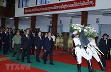 Премьер-министр Нгуен Суан Фук принял участие в государственных похоронах бывшего премьер-министра Лаоса