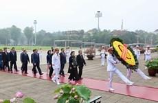 Депутаты Национального собрания почтили память президента Хо Ши Мина