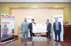 Компания AstraZeneca передала 400.000 медицинских масок Вьетнаму