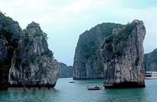 Американский журнал назвал залив Халонг одним из 50 самых красивых чудес природы в мире