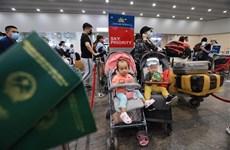 Почти 300 вьетнамских граждан доставили на родину из России