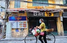 Ханой потребовал закрыть бары, салоны караоке и уличные рынки