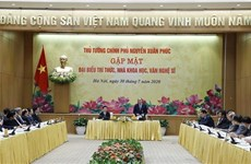 Премьер-министр обещает благоприятные условия для развития интеллигенции
