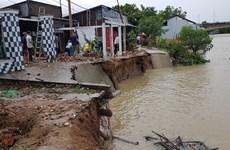 Проливные дожди и сильные ветры повредили дома в дельте Меконга