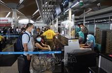 Еще больше вьетнамских граждан привезли домой из Малайзии
