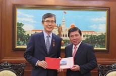 Генеральный консул удостоен награды за вклад в развитие связей между Хошимином и РК