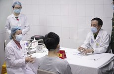 Еще 17 добровольцам ввели вьетнамскую вакцину против COVID-19