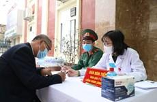 Первые 35 добровольцев получают инъекции вьетнамской вакцины от  COVID-19 на втором этапе испытаний