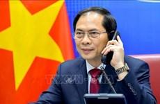 Телефонный разговор министров иностранных дел Вьетнама и Китая