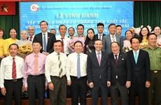 17 коллективов и 33 человека награждены за достижения в деятельности зарубежных вьетнамцев
