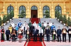 Президент страны Нгуен Суан Фук устроил прием для представителей этнических меньшинств провинции Бакжанг