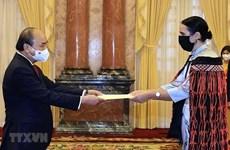 Президент Нгуен Суан Фук принял иностранных послов
