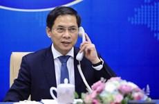 Глава МИД Вьетнама провел телефонный разговор со своим французским коллегой