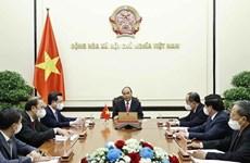 Президент Нгуен Суан Фук провел телефонный разговор с президентом Кубы