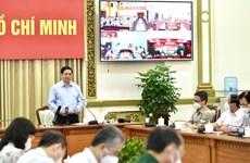 Премьер-министр: Продолжать поддерживать Хошимин в профилактике и контроле COVID-19 в пиковый период