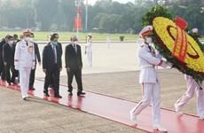 Руководители Вьетнама чествуют президента Хо Ши Мина в День национальной Независимости