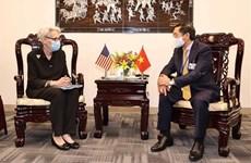 Глава МИД Вьетнама провел двусторонние встречи с иностранными дипломатами