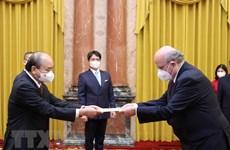 Президент Нгуен Суан Фук принял верительные грамоты от вновь прибывших послов иностранных стран