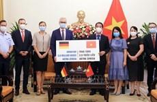 Усилия привезти вакцины во Вьетнам: ценный вклад зарубежных вьетнамцев и международных друзей