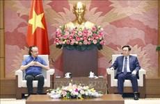 Президент Национального собрания Выонг Динь Хюэ принял технического директора NG Biotech Company