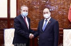 Президент Нгуен Суан Фук попрощался с послом Алжира
