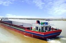 Тарифы на водный транспорт между Вьетнамом и Камбоджей снижены более чем в 10 раз