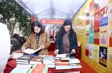 Ханойская книжная выставка отмечает 90-летие партии