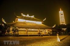 Ночные виды на крупнейшую пагоду во Вьетнаме