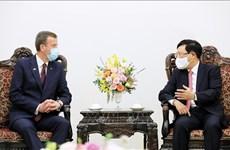 Развивать торгово-экономическое и инвестиционное сотрудничество между Вьетнамом и Австралией