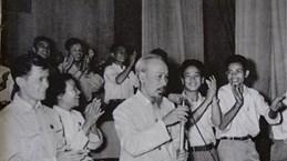 Идем за дядей Хо с железной верой... Статья 3: По завету дяди Хо, столичная молодежь активно проявляет инициативу и внедряет