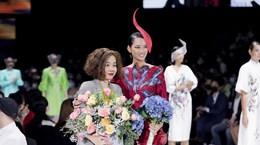 «Цветы цветут»: нетрадиционная коллекция моды