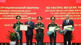 Министр обороны посетил Вьетнамо-Российский тропический центр